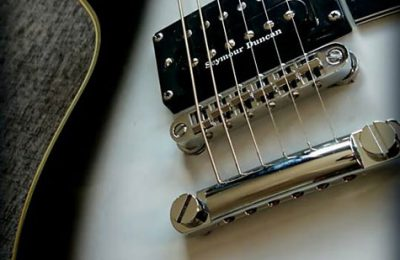 Gibson Les Paul customizada con estilo Custom Silver Burst.