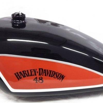 Pintura Custom y Lettering sobre depóstio Harley Davidson