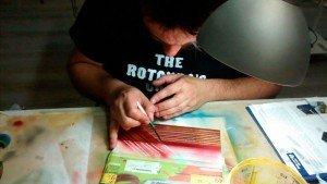 Gust Cilleros realizando trabajo de Lettering, Silver Leaf y Candy Patterns