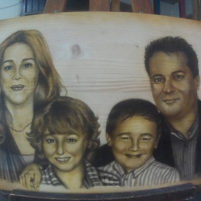 Retrato familiar aerografía sobre madera Air Custom Paint