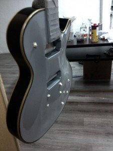 Gibson Les Paul customizada con estilo Custom Silver Burst por Air Custom Paint 01