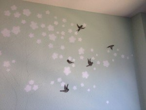 Pintura mural con cerezo y golondrinas por Air Custom Paint 02