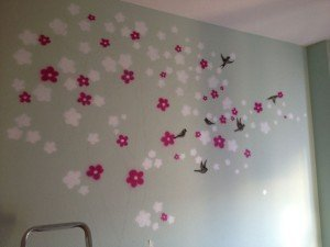 Pintura mural con cerezo y golondrinas por Air Custom Paint 03