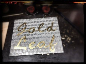 Ejercicio de Lettering, Gold Leaf y Pinstriping sobre metal por Air Custom Paint 04