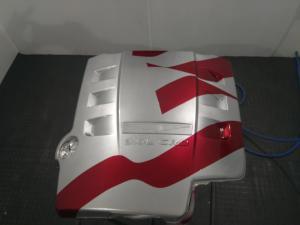 Bandera en cubre motor Christler 01
