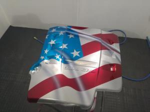Bandera en cubre motor Christler 03