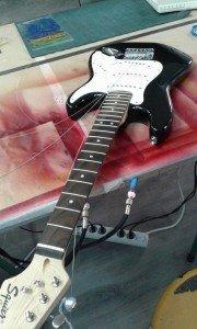 aerografía en guitarra hell-on kitty-1