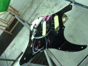 aerografía en guitarra hell-on kitty-4