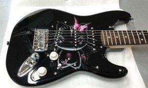 aerografía en guitarra hell-on kitty-5